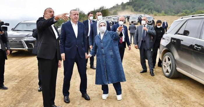 في الطريق إلى شوشا ، دار حوار ممتع بين إلهام علييف ورئيس تركيا -  فيديو