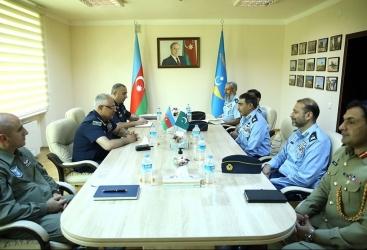 Las Fuerzas Aéreas de Azerbaiyán y Pakistán discuten la cooperación bilateral