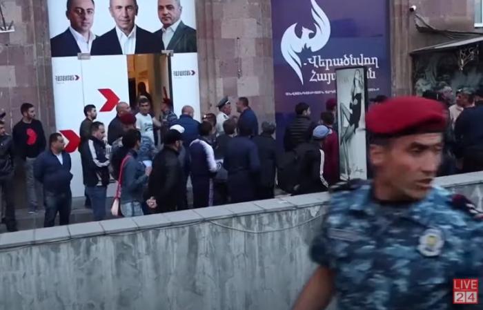 اشتباكات دامية بين أنصار باشينيان وكوتشاريان: هناك جرحى  (فيديو)