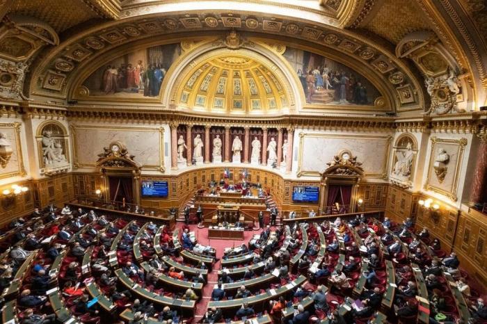 Le sénat français vote contre la loi de programmation militaire