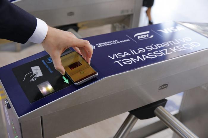 Bakı-Sumqayıt qatarında bank kartları ilə ödənişə başlanılır