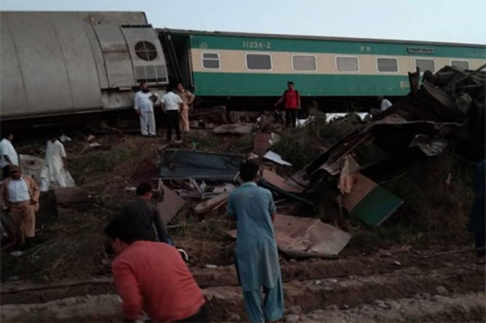At least 30 killed, over 50 injured in train collision in Pakistan