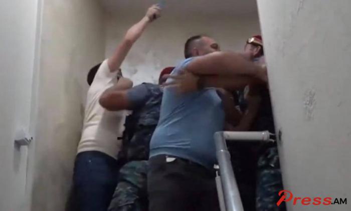 Paşinyanın tərəfdarları ilə müxalifətçilər arasında dava düşdü -    VİDEO