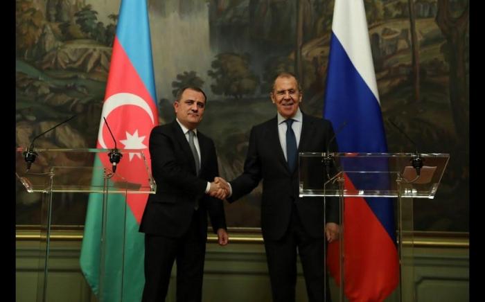 مكالمة هاتفية بين وزيري خارجية أذربيجان وروسيا