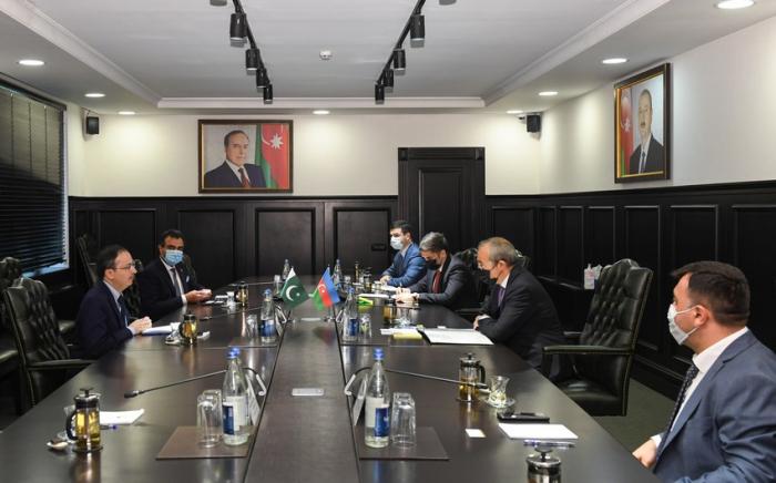 بحث مشاريع مع باكستان لإعادة الإعمار في كاراباخ
