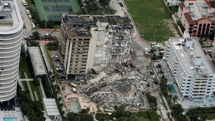 ABŞ-da binanın çökməsi nəticəsində ölənlərin sayı 10-a çatdı