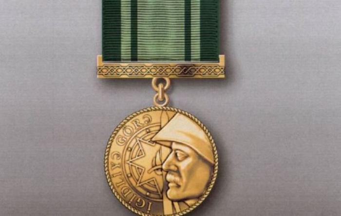"""""""İgidliyə görə"""" medalını alan hərbçilər -    ADLAR"""