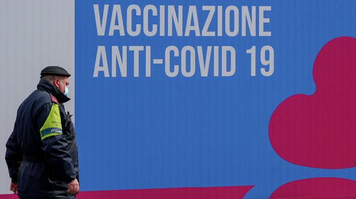 İtaliyada məktəbli vaksinə görə valideynlərini məhkəməyə verir