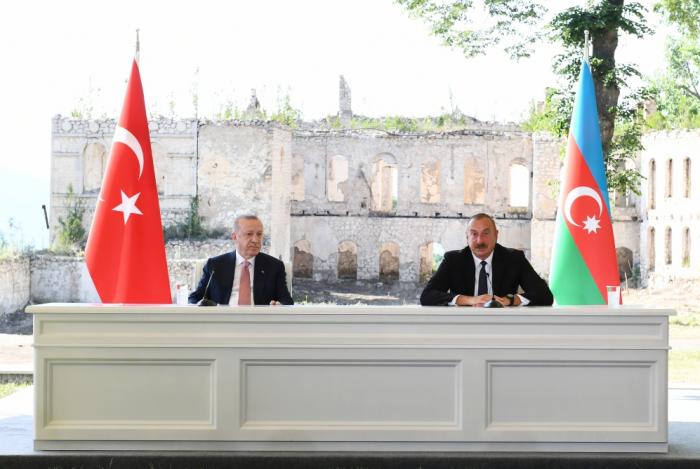Los presidentes de Azerbaiyán y Turquía hacen declaraciones conjuntas de prensa