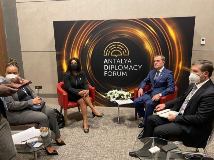 Se discuten las relaciones entre Azerbaiyán y Guinea-Bissau