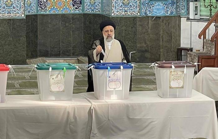 İranda əsas namizəd səs verdi