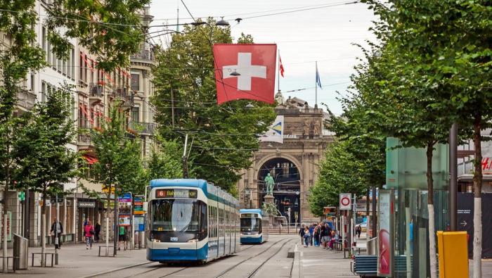 Ürəyi dayanan sərnişin 6 saat tramvayda qaldı