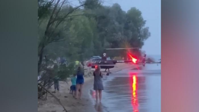 Rusiyada helikopter çimərliyə endi-   VİDEO