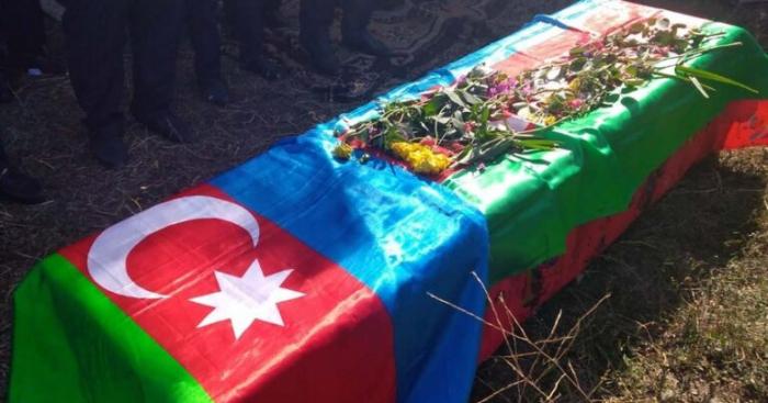 دفن جندي توفي في حادث سيارة في لاتشين في توفوز