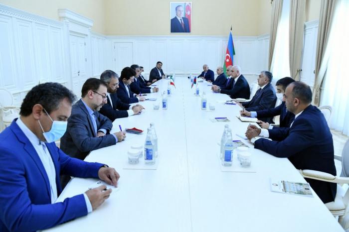 توقيع على مذكرة تفاهم بشأن بناء جسر طريق وعبور للمشاة بين أذربيجان وإيران