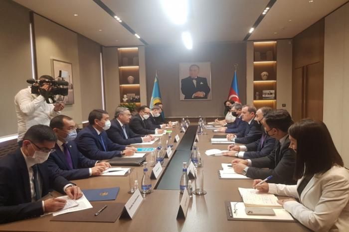 وزيرا خارجية أذربيجان وكازاخستان يعقدان اجتماعا موسعا (تم التحديث)