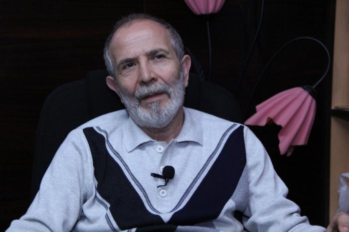 """""""Pandemiya bitsin, səhnəyə qayıdaq""""  - Rejissorun ad günü arzusu"""