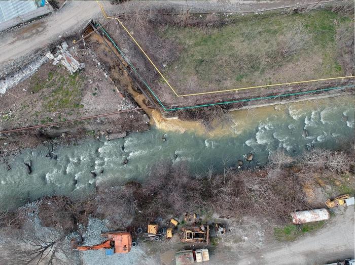 حظر بيع منتجات المصنع التي تلوث نهر أوختشوشاي