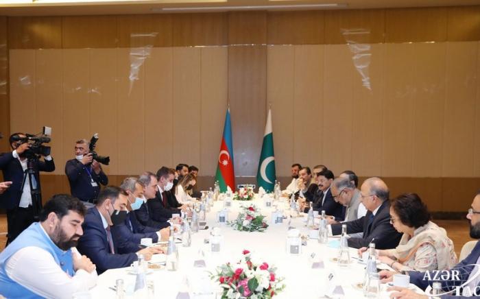"""المتحدث الباكستاني:  """"إنه لشرف عظيم لي أن أؤيد أذربيجان""""."""