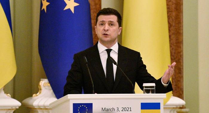 الرئيس الأوكراني يقيل قائد القوات المسلحة