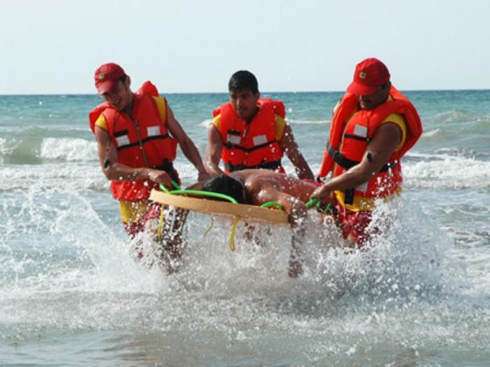 FHN dənizdə batan 7 nəfəri xilas edib