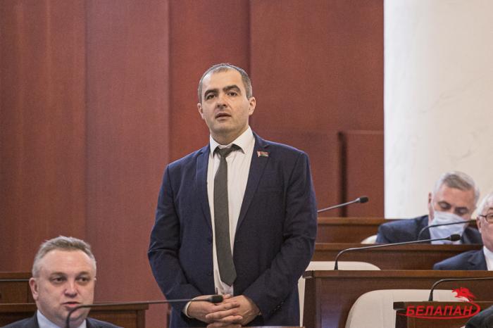 Belarusda deputata qarşı sui-qəsd cəhdi olub