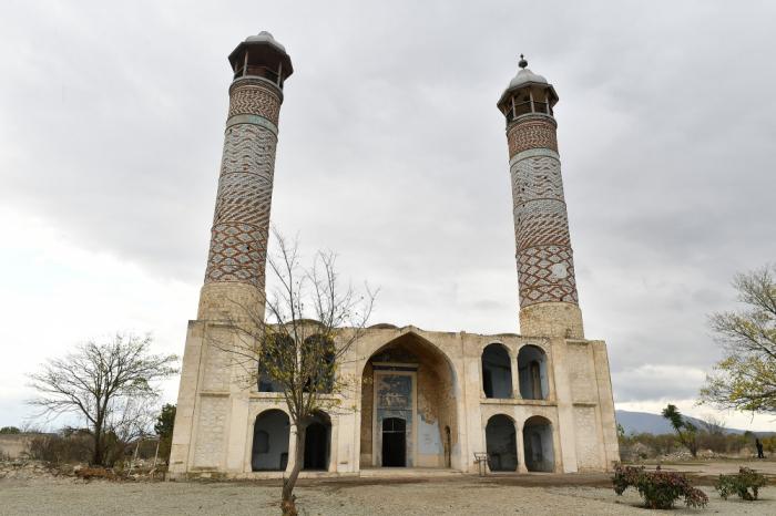 Des députés français effectuent une visite à Aghdam