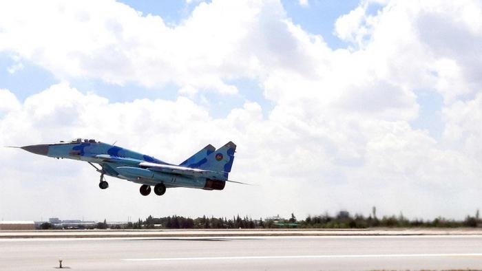 Azerbaijani military pilots demonstrate professionalism at int