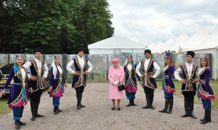 Queen Elizabeth II impressed by performance Karabakh horses -  PHOTOS