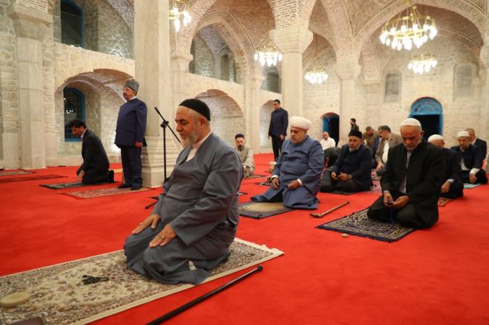 Religious leaders pray at mosque in Azerbaijan's Shusha