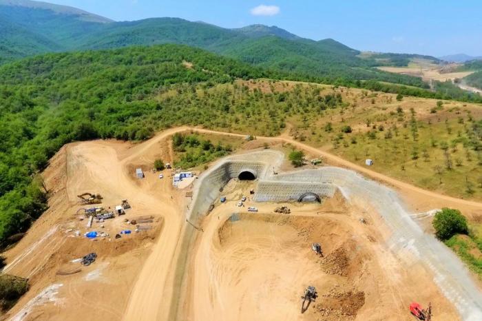 Comienza la construcción de túneles en la carretera Ahmadbayli-Fuzuli-Shusha -  FOTOS