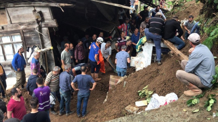 Death toll at 6 from flooding in Turkey's Black Sea coast