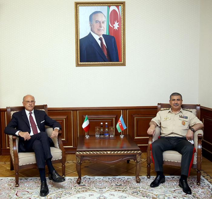 Zakir Hasanov trifft sich mit dem neu ernannten Botschafter Italiens in Aserbaidschan