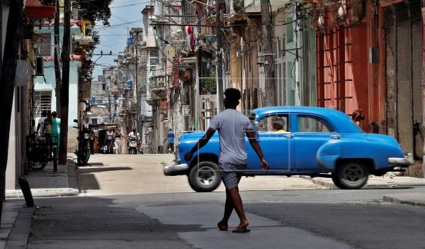 Buscan a los detenidos de las protestas en Cuba en plena confusión y sin internet