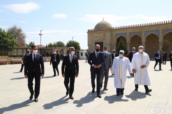 Präsident des Europäischen Rates besucht die Dschuma-Moschee inSchamachi -FOTOS