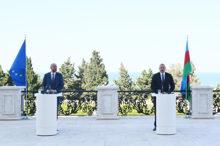 Aserbaidschanischer Präsident und Präsident des Europäischen Rates halten gemeinsame Pressekonferenz ab –   VIDEO
