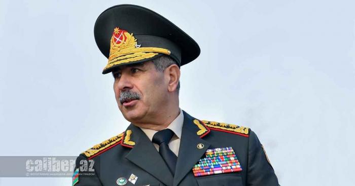 El ministro de Defensa celebró una reunión de servicio