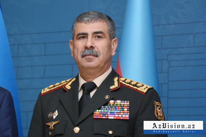 Minister Hasanov gratuliert den aserbaidschanischen Streitkräften zu Eid al-Adha