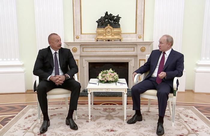 """Ilham Aliyev:   """"Se transportaron un 20% más de mercancías por el corredor de transporte Norte-Sur que el año pasado"""""""