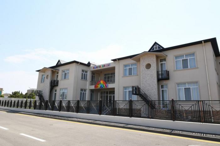 Präsident Aliyev nimmt an der Eröffnung des Kindergartens in Naftalan teil