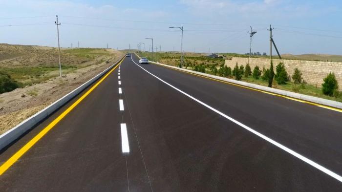 Präsident Aliyev nimmt an der Eröffnung der Autobahn im Bezirk Goranboy teil