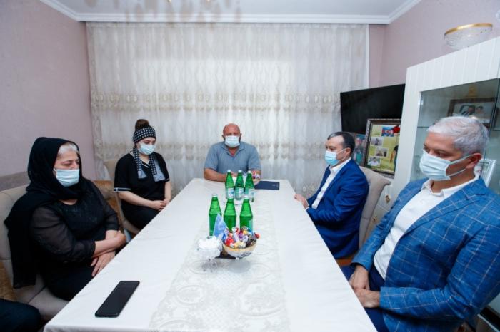 En nombre del presidente Ilham Aliyev, se entregan apartamentos a las familias de los periodistas mártires