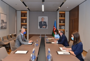 وزير الخارجية الأذربيجاني يلتقي ممثل الاتحاد الأوروبي في البلاد