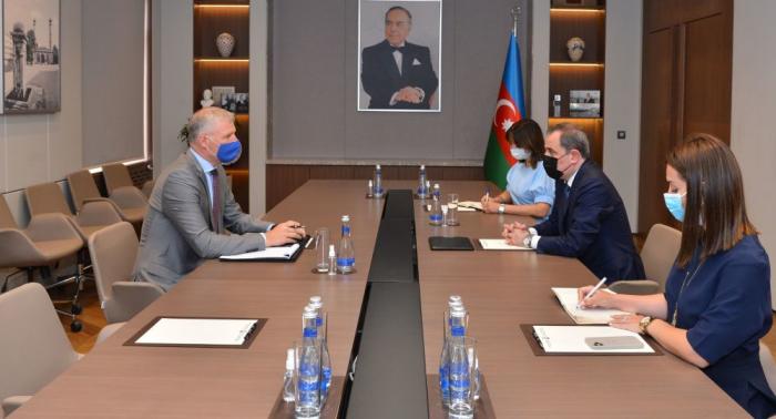 Aserbaidschanischer Außenminister empfängt EU-Gesandten