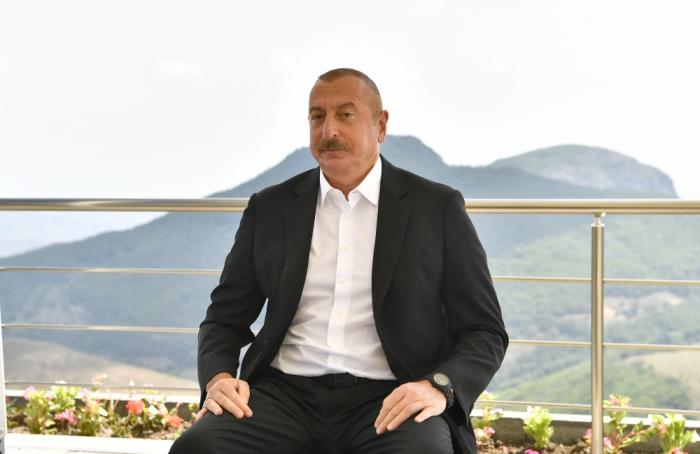 """Ilham Aliyev:   """"Los resultados semestrales muestran que la economía azerbaiyana ha superado la recesión"""""""