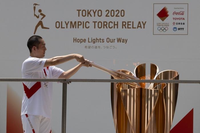 El relevo de la antorcha finaliza en Tokio antes de encender el pebetero