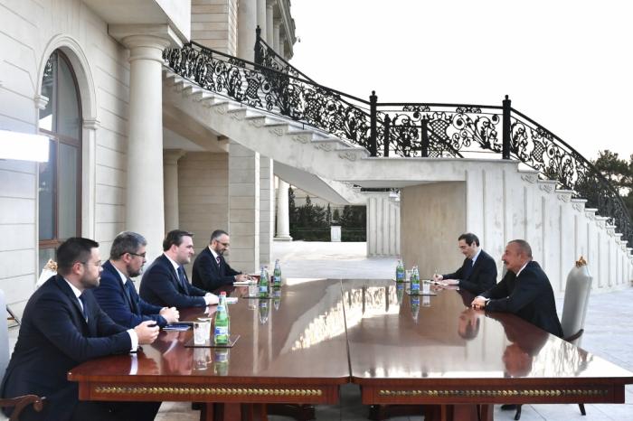 Le président Ilham Aliyev reçoit une délégation dirigée par le ministre serbe des Affaires étrangères