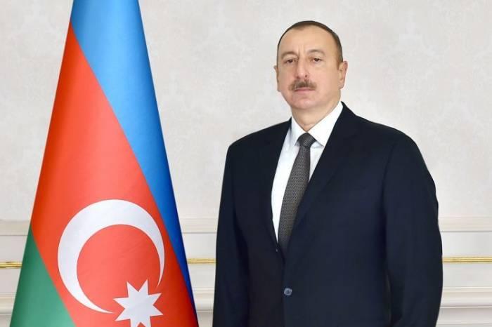 """Präsident Aliyev verleiht dem Leiter der Bergjudengemeinde Aserbaidschans den """"Scharaf""""-Orden"""