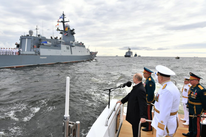 Putin desafió a Occidente con una imponente desfile naval en San Petersburgo