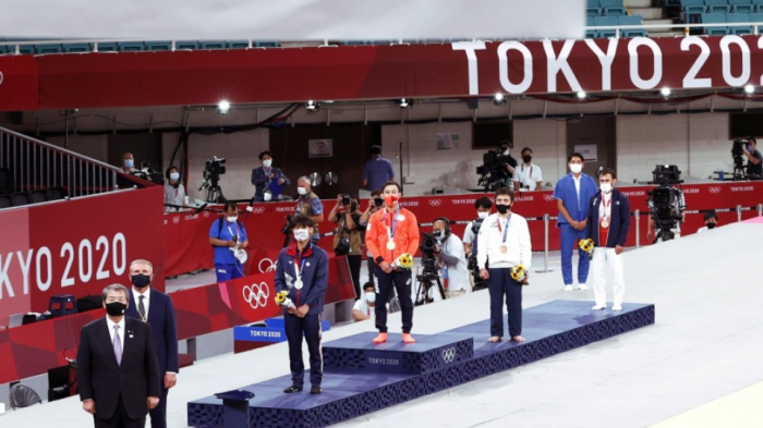 Tokyo 2020 allows temporary removal of masks on podium